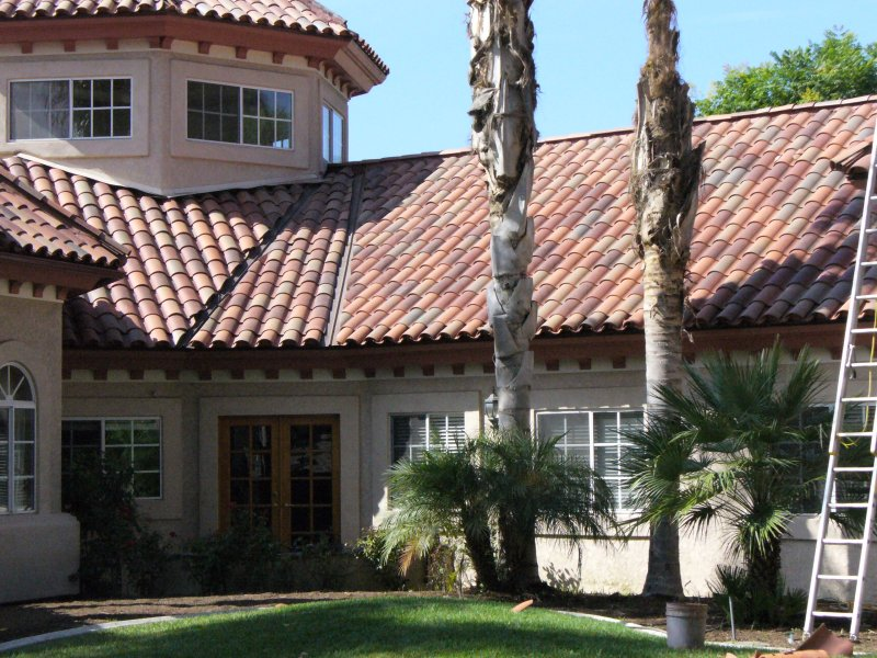 Stone building facade for Spanish tile roofs