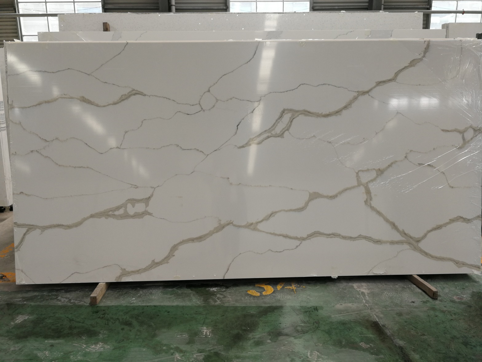 Calacatta White Quartz Slabs with Competitive Price