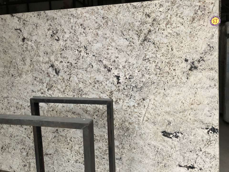 Kaman Platinum Granite Slabs