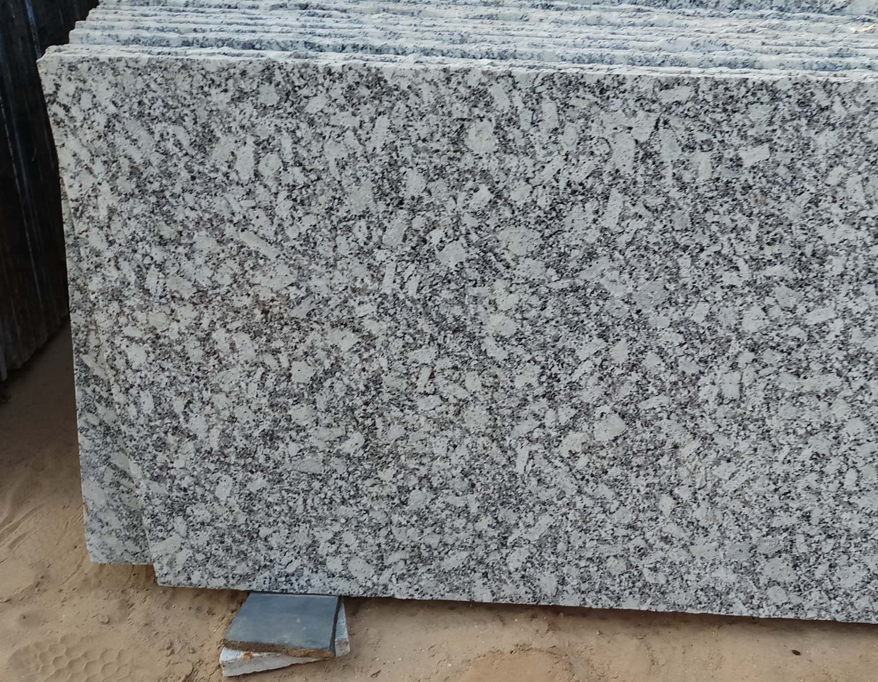Indian White Granite Polished Granite Slabs
