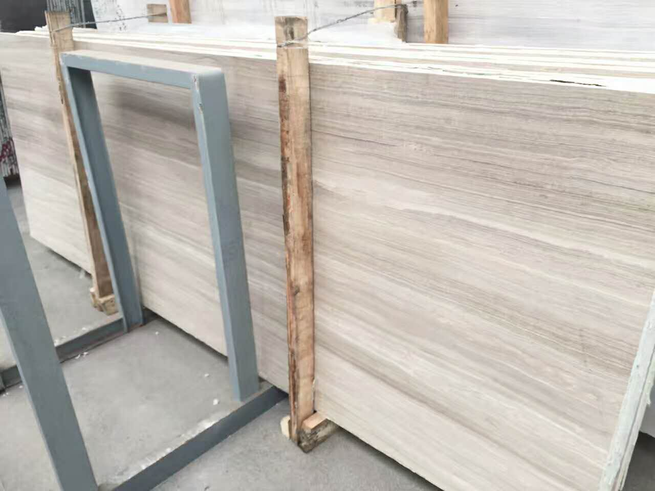 A grade white wood marble slabs with polished surface from quarry in Guizhou