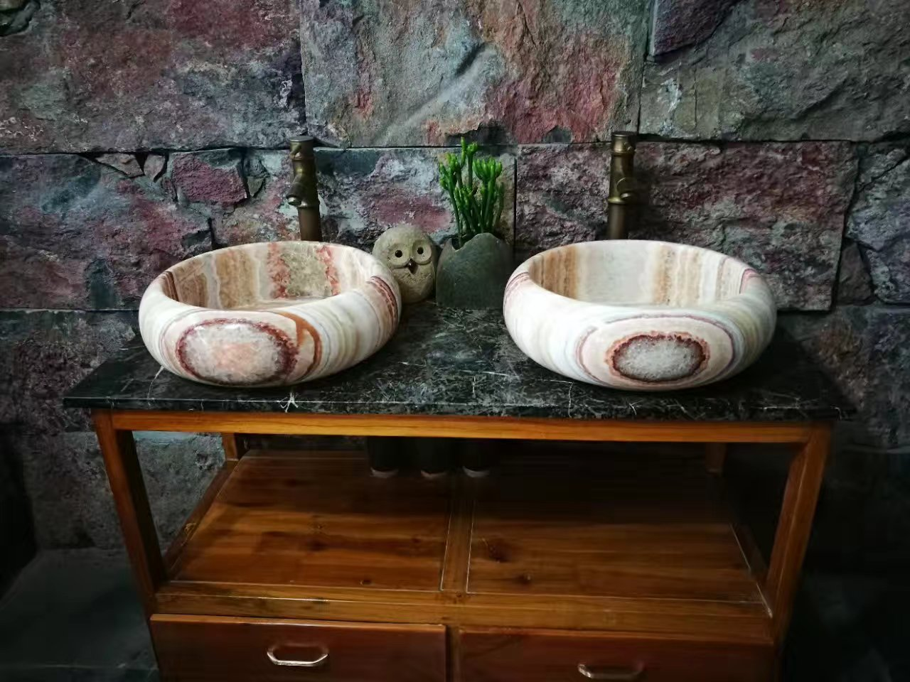 Honey onyx basin