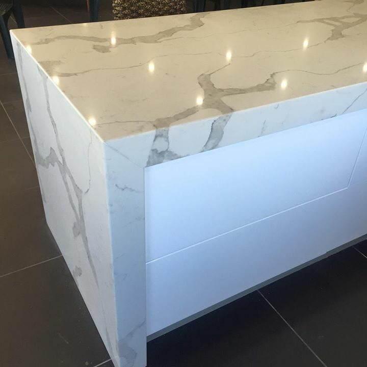 Marble look Calacatta white quartz stone countertop