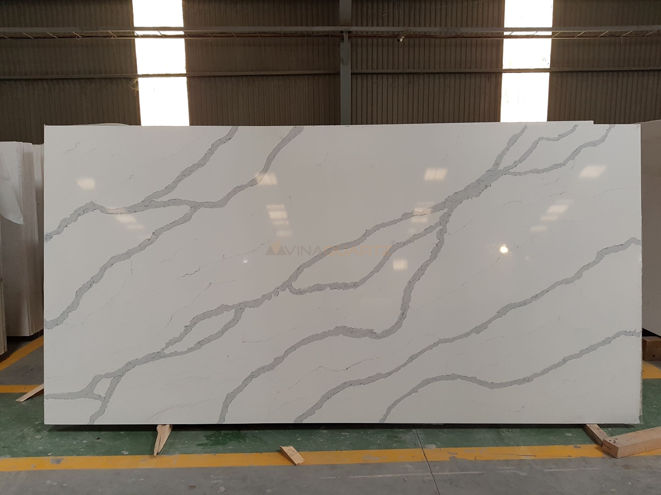 Marble look quartz Slab from Vietnam