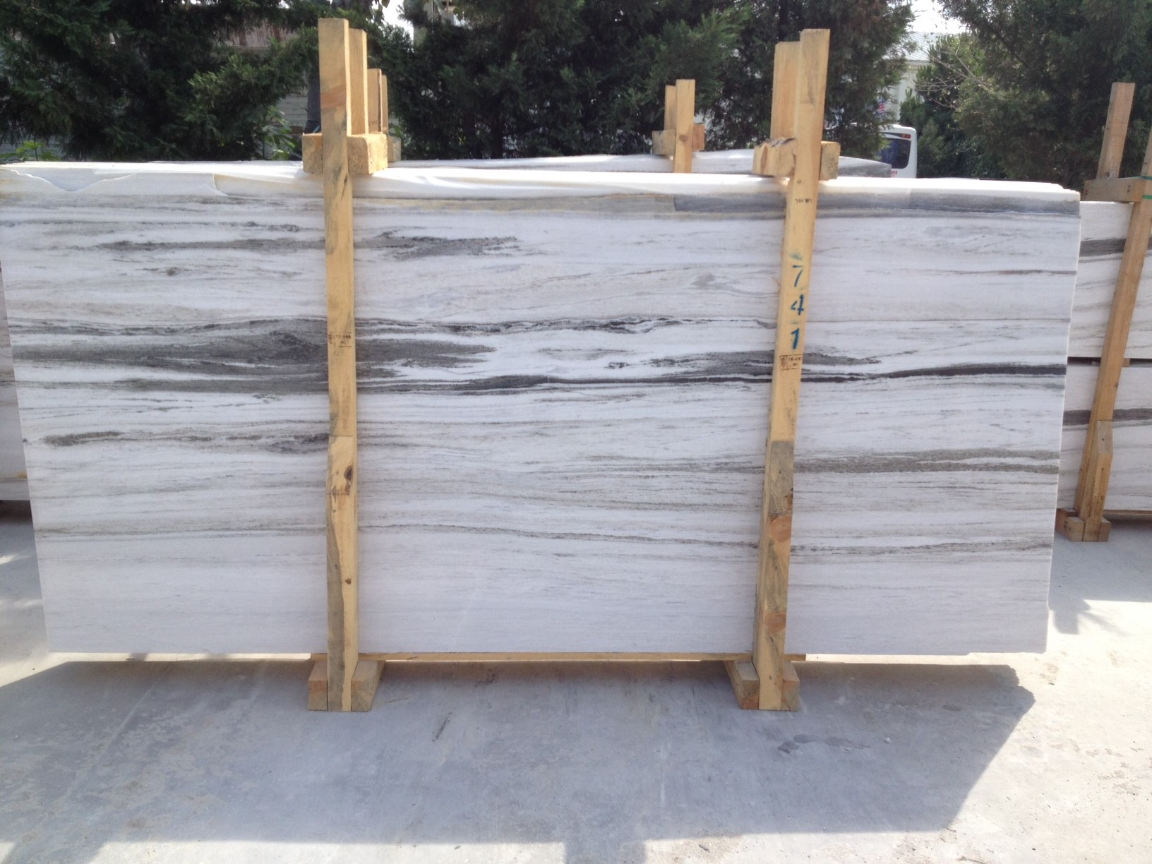 Calacatta White Marble Tiles and Slabs