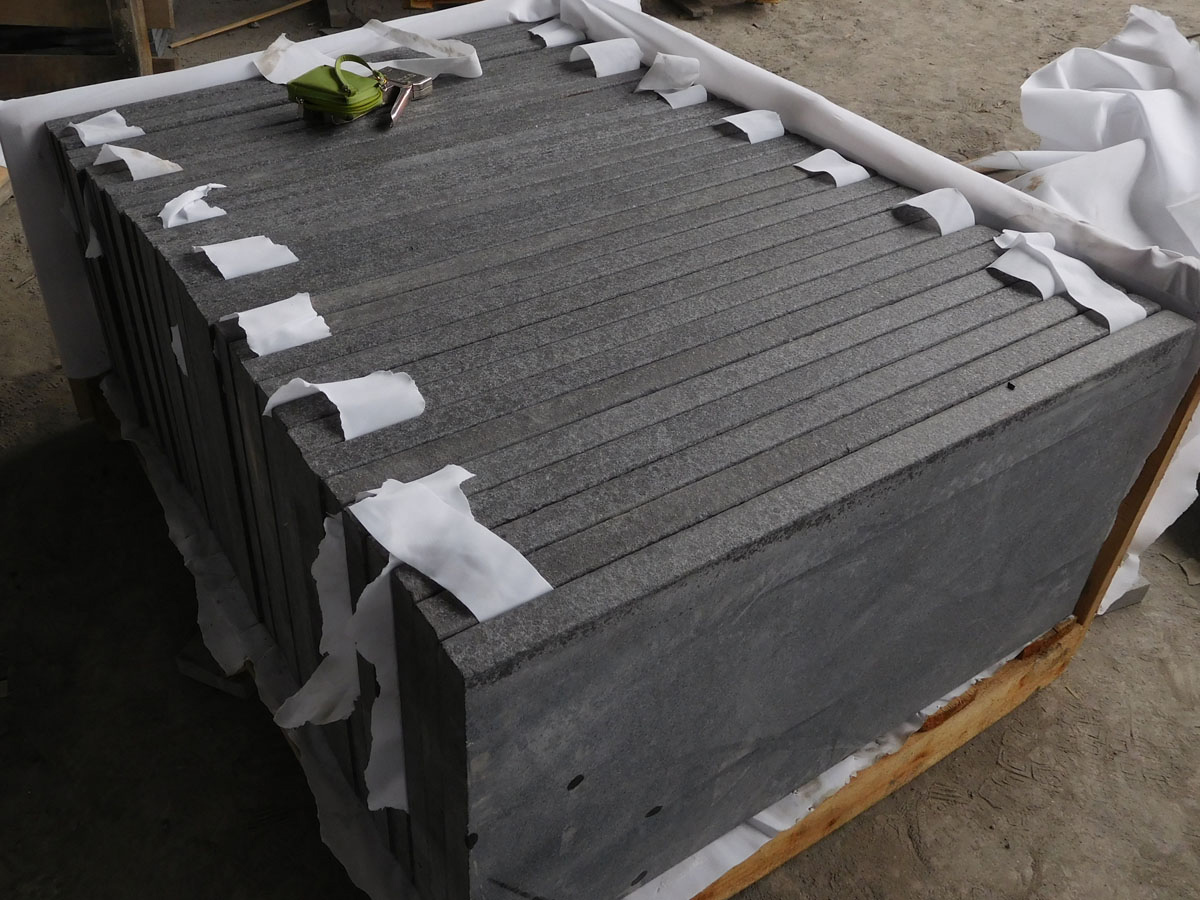 Chinese G684 Black Granite Tiles