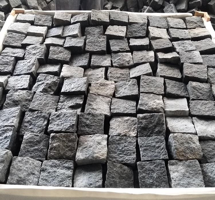 China Black Granite Cubes Stone for Garden Pavings