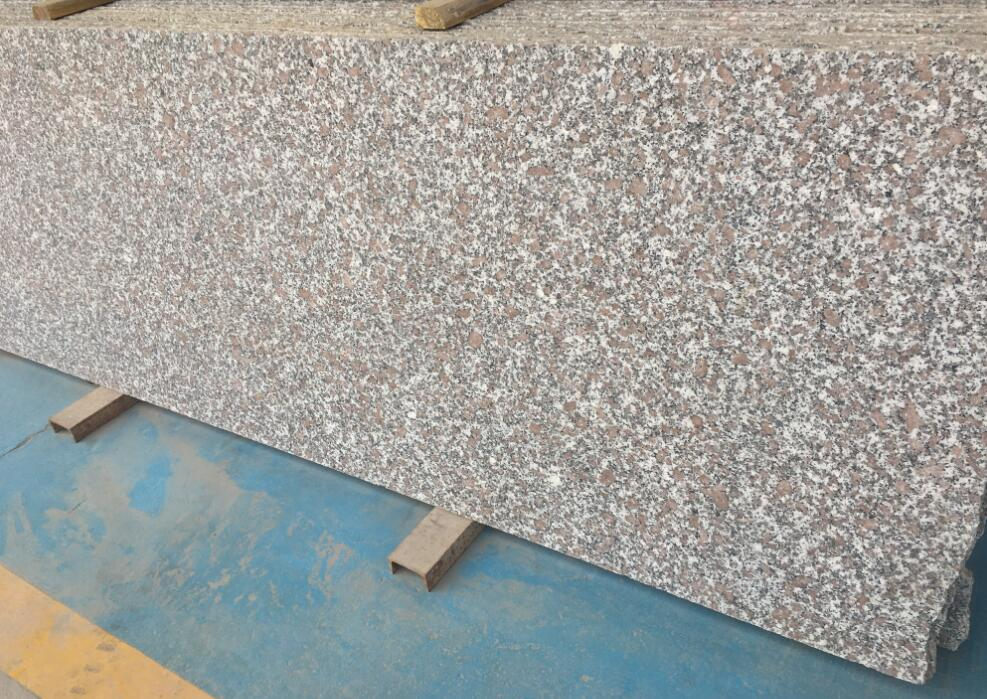 Gris Red Granite Slabs