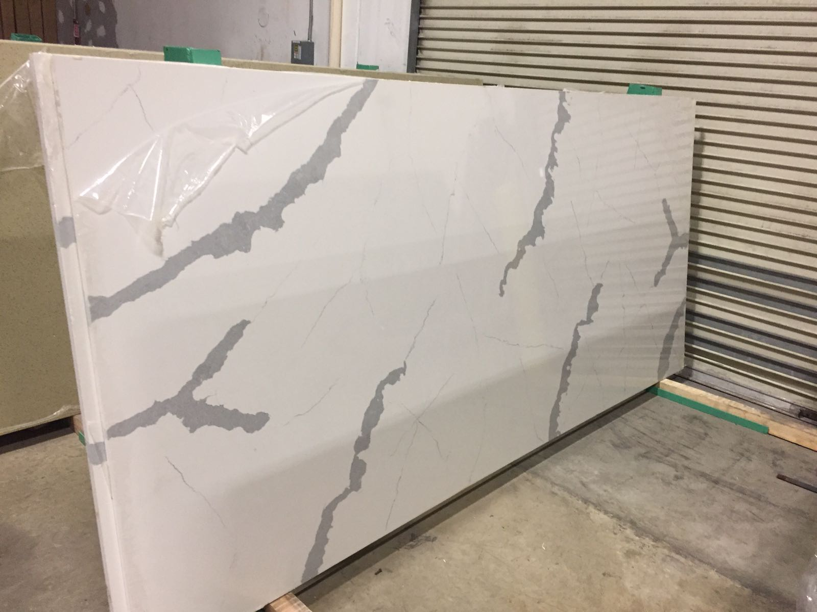 Calacatta white artificial quartz stone for countertops