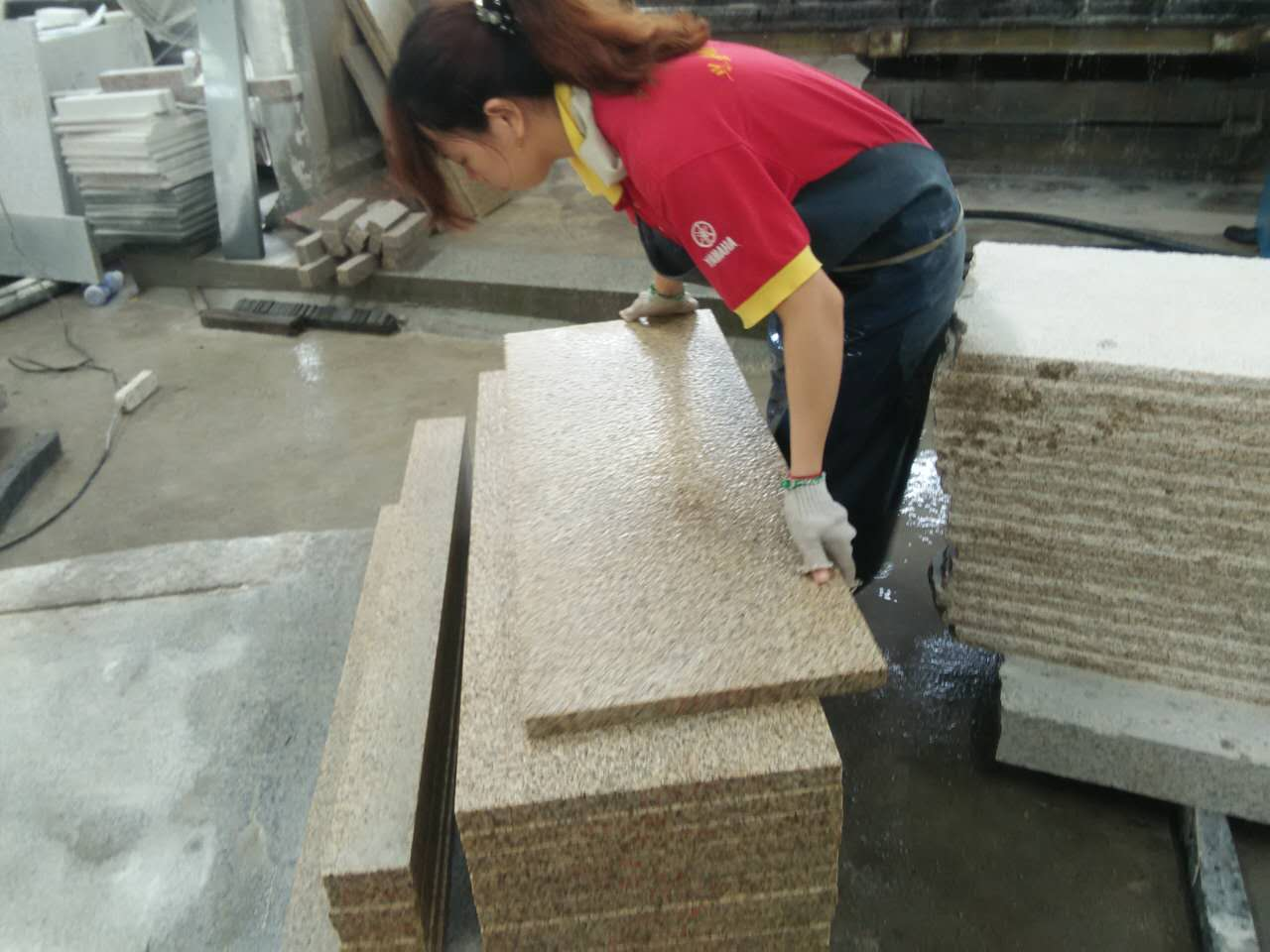 Chinese yellow granite G682 flamed tiles