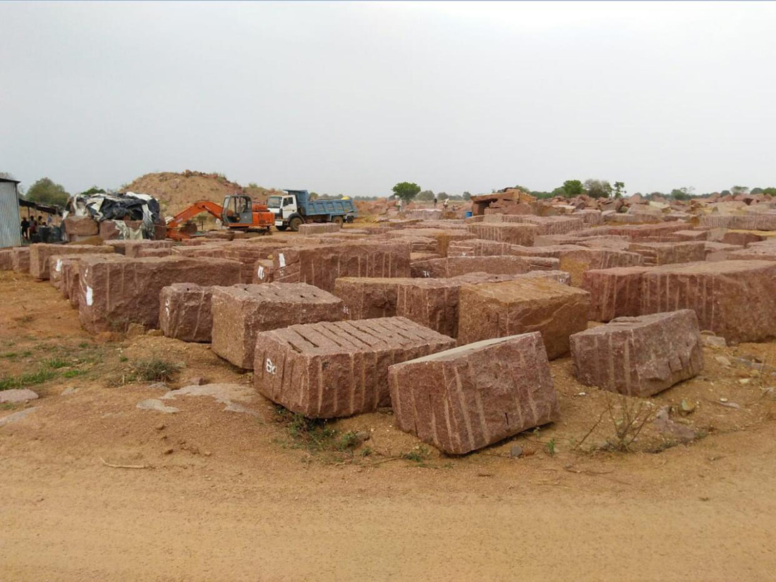 Indian PG Red Granite Natural Blocks