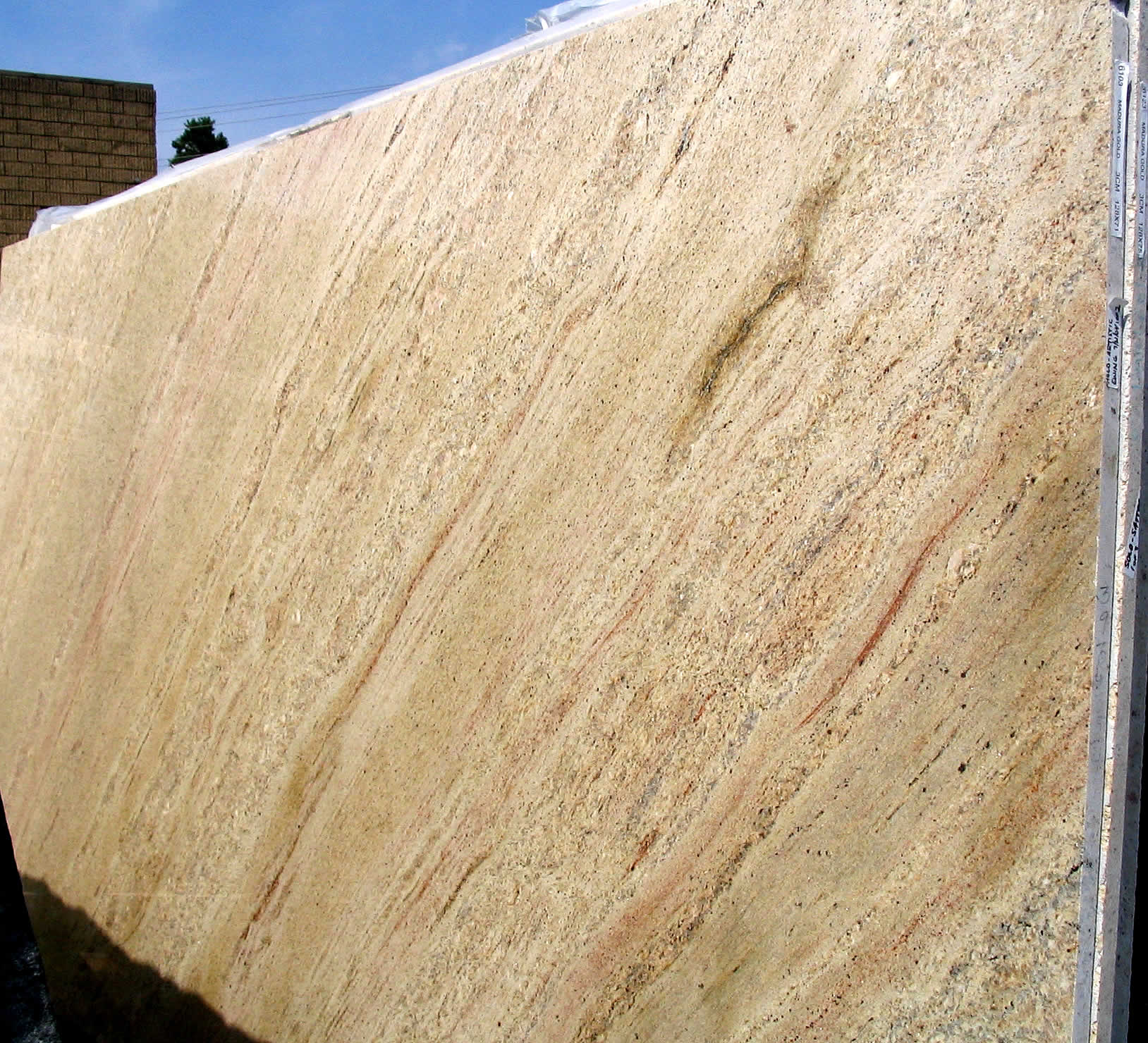 Mudura Gold slabs