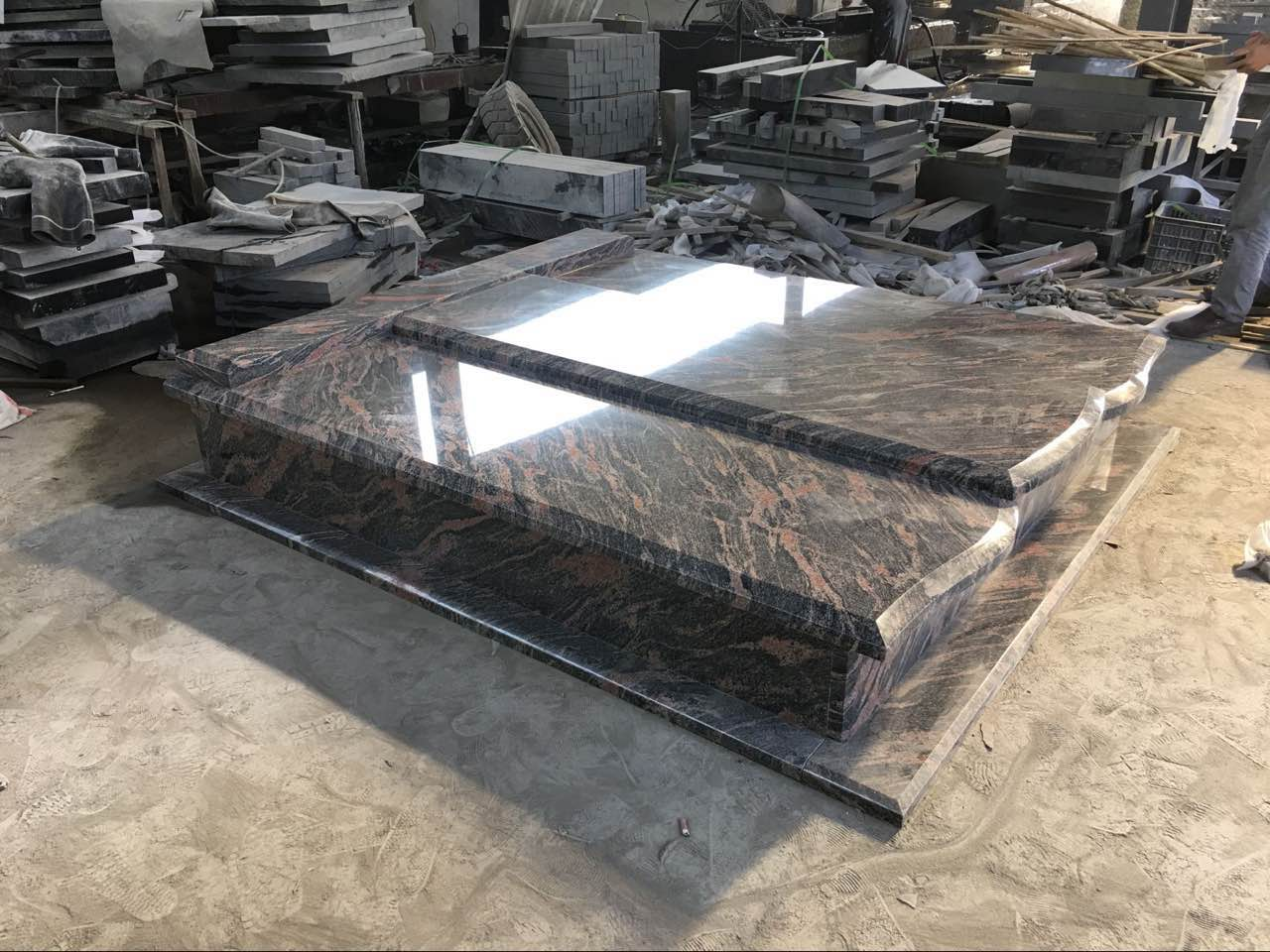 China Competitive Aurora Granite Tombstone