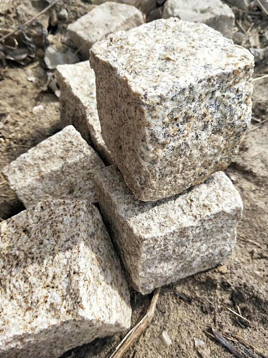 Shandong Rust Granite Cube Stone