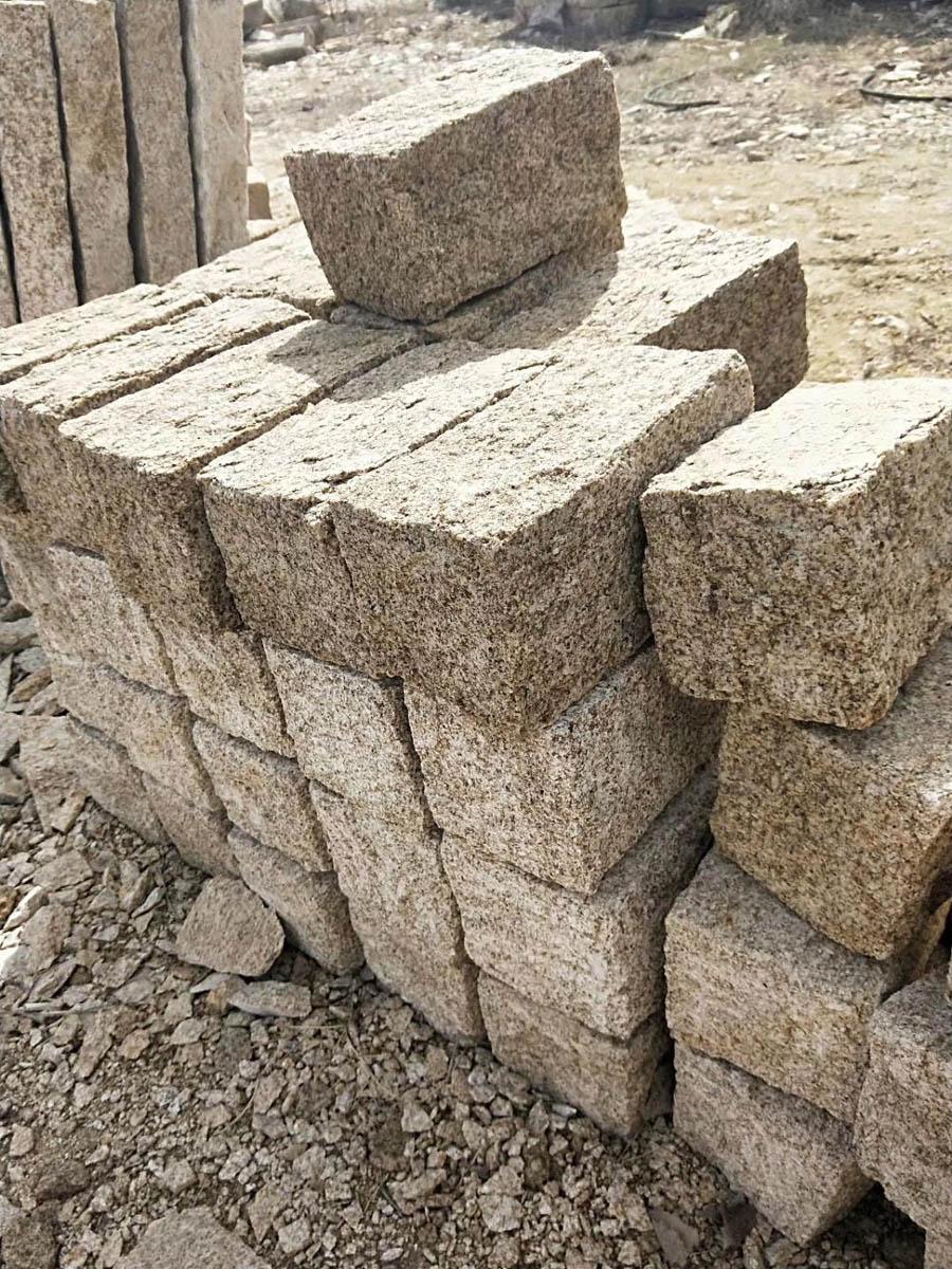 Shandong Rust Yellow Granite Cube Stones