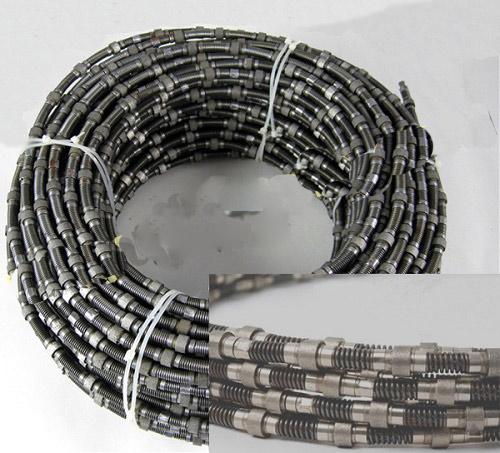 Spring diamond wire saw for marbletravertine quarry
