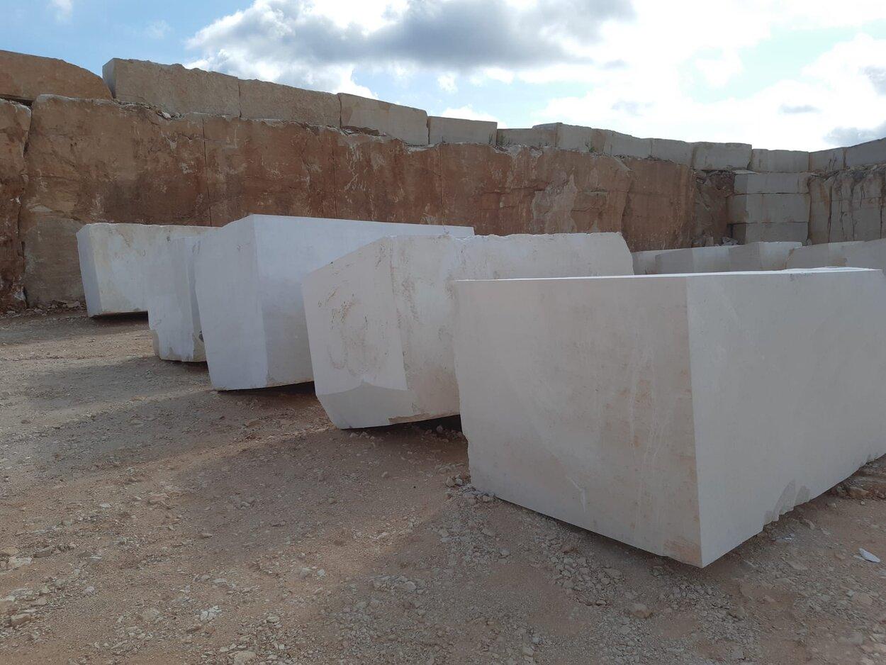 Moca Creme Fine Grain Blocks