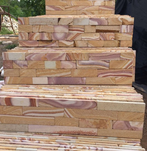 Castle Rock Veneer Sandstone Feature Wall Cladding Polised Surface Wood Color Hebei Province China