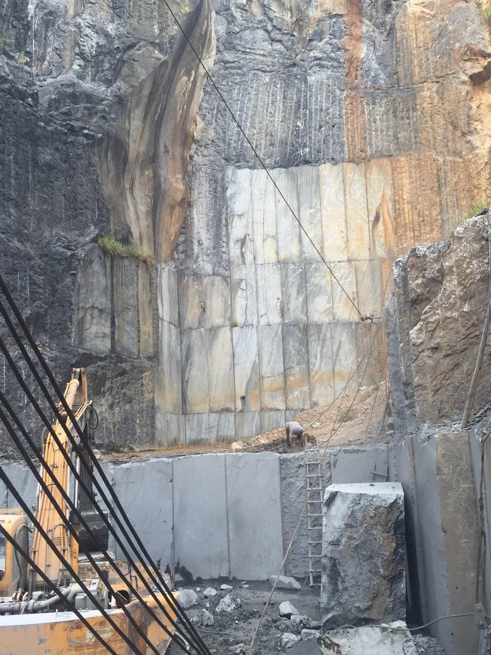 Nero Marquina quarry