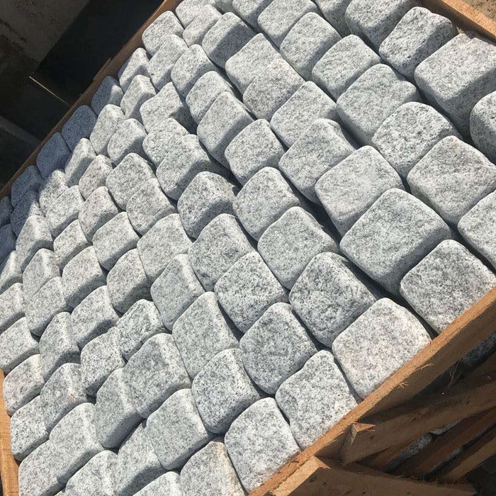 China Silver Granite Cobbles Garden Stone