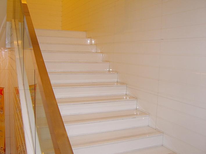 Crystal White Nano Glass Stone Staircase