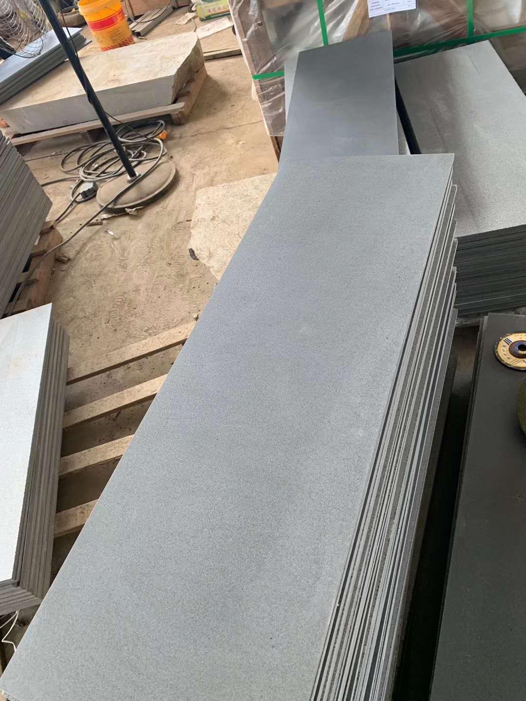 Black basalt for half slabs