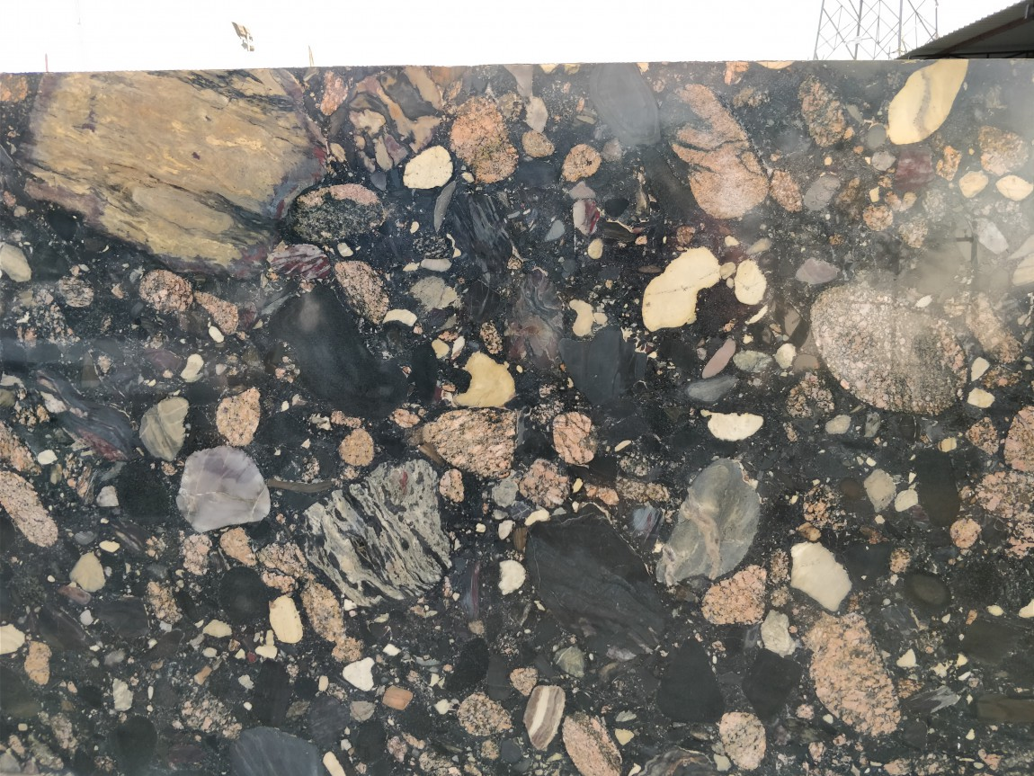 PEBBLE BLACK GRANITE