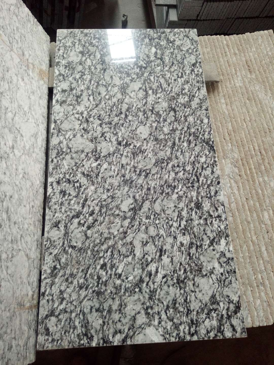 Spray White Granite Tiles