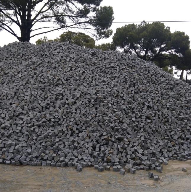 Bergama Grey Granite Cube Stone
